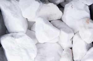 Schneeweiss Steinschlag