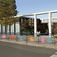 Geländer CONVI®  speziell für Schulen im Matt-Rau-Effekt