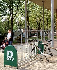 Fahrradständer 16 Plätze mit Infoschildern
