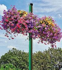 Blumenkästen auf/an Pfosten