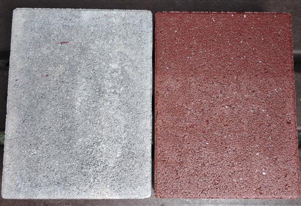 TBV-Steinlack  auf dem zweiten Stein. Hälfte mit 2 Anstriche. Es ist zu sehen das die Splitte wie gewollt nicht überfärbt sind.