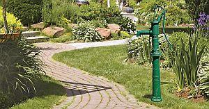 Handschwengelpumpe (Pumpenset) aus Grauguss, komplett mit schwerem Guss-Staender