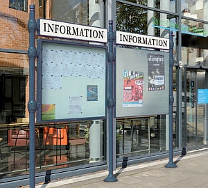 Abb. zeigt Kombiniation von Anschlagtafel und City-Informationssystem mit Titelleiste