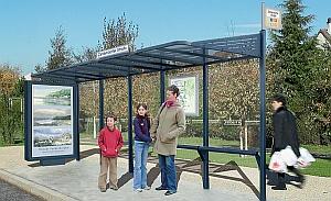 CONVI®-Wartehalle (Abb. zeigt Art. 529387 mit beleuchtetem Caisson lins und Standlehne optional)